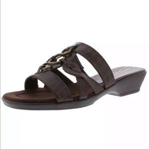 EASY STREET Torrid Slip-On Sandals Brown 9.5M NIB